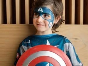 Maquillaje de superhéroe paso a paso para niños
